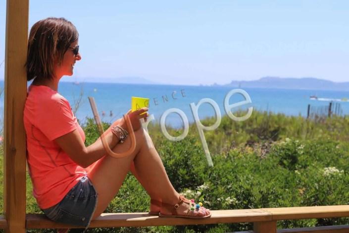 Vue contemplative sur Porquerolles et la baie d'Hyères
