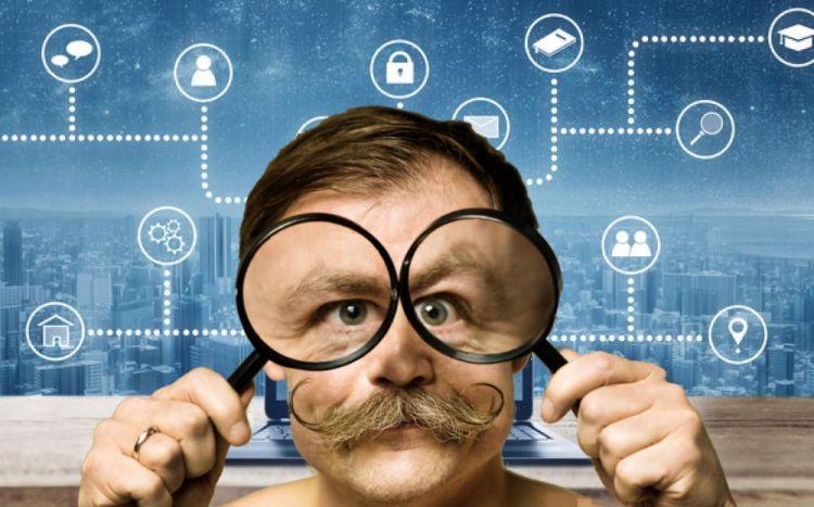 safe vpn man big eyes watching internet traffic