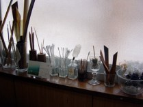 作業机の前の道具類
