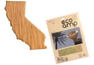竹でできたまな板と再生紙でできたiPhone用のスピーカー