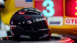 Jordan Taylor avec le casque de Dale Earnhardt au Mans