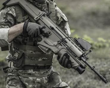 FN SCAR - The world's best machine gun