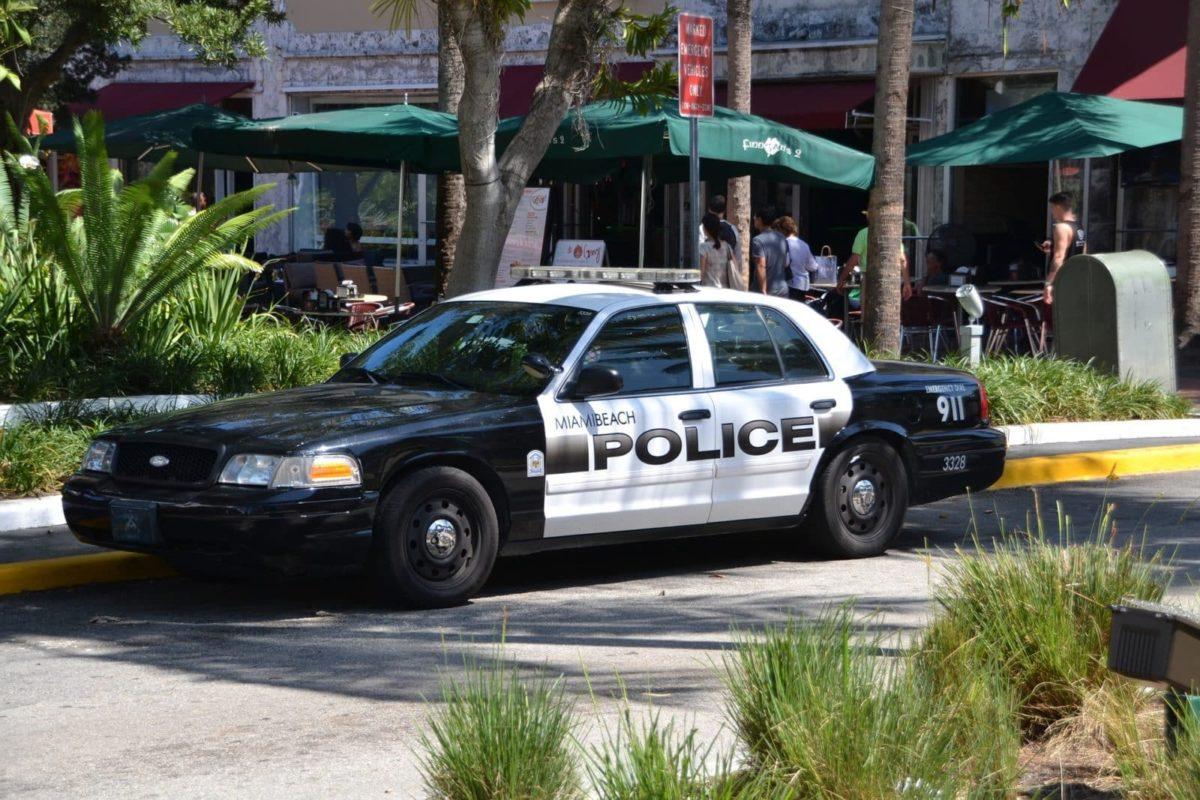 ablauf verhalten bei der polizeikontrolle in den usa usa mietwagen rundreise tipps. Black Bedroom Furniture Sets. Home Design Ideas