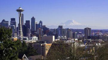 Blick auf die Seattle Skyline mit dem Space Needle als das Wahrzeichen der Stadt.