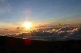 Sonnenaufgang auf dem Kraterrand des Haleakala Vulkans.
