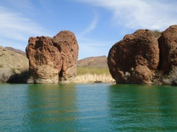 Felsformation am Lake Havasu in Arizona.