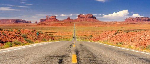 Straße ins Monument Valley, Utah.