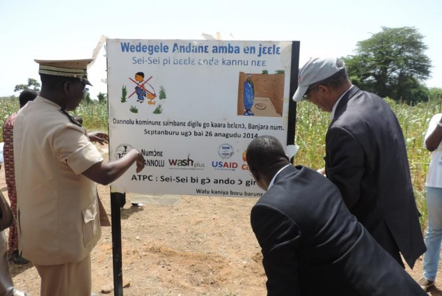 USAID Director and Mopti Governor unveil certification sign board in Wendeguele
