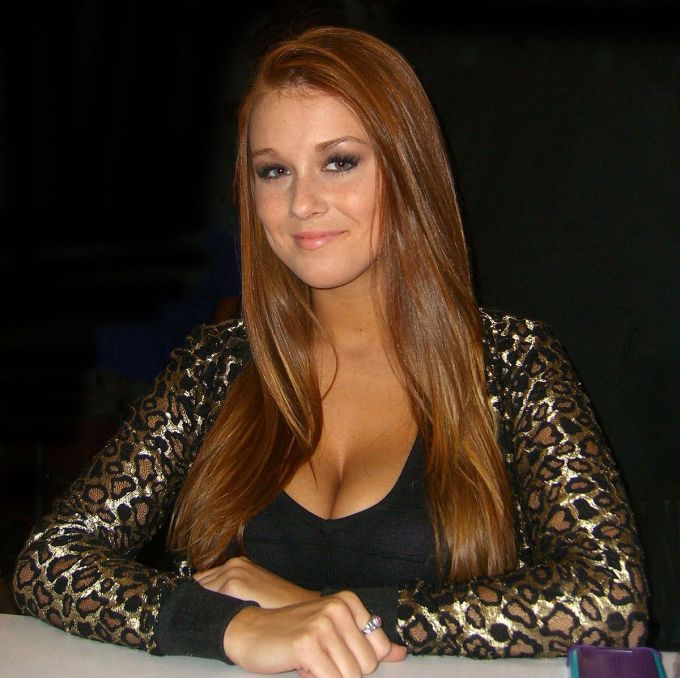 Leanna Decker Net Worth