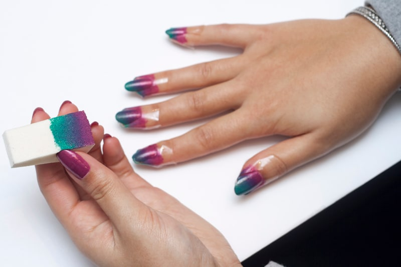 how to paint your nails with a makeup sponge | Makeupview.co