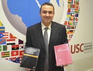 Entrevista: Professor de Relações Internacionais da USC publica dois livros na área internacional