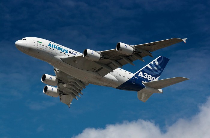 Airbus_A380_overfly