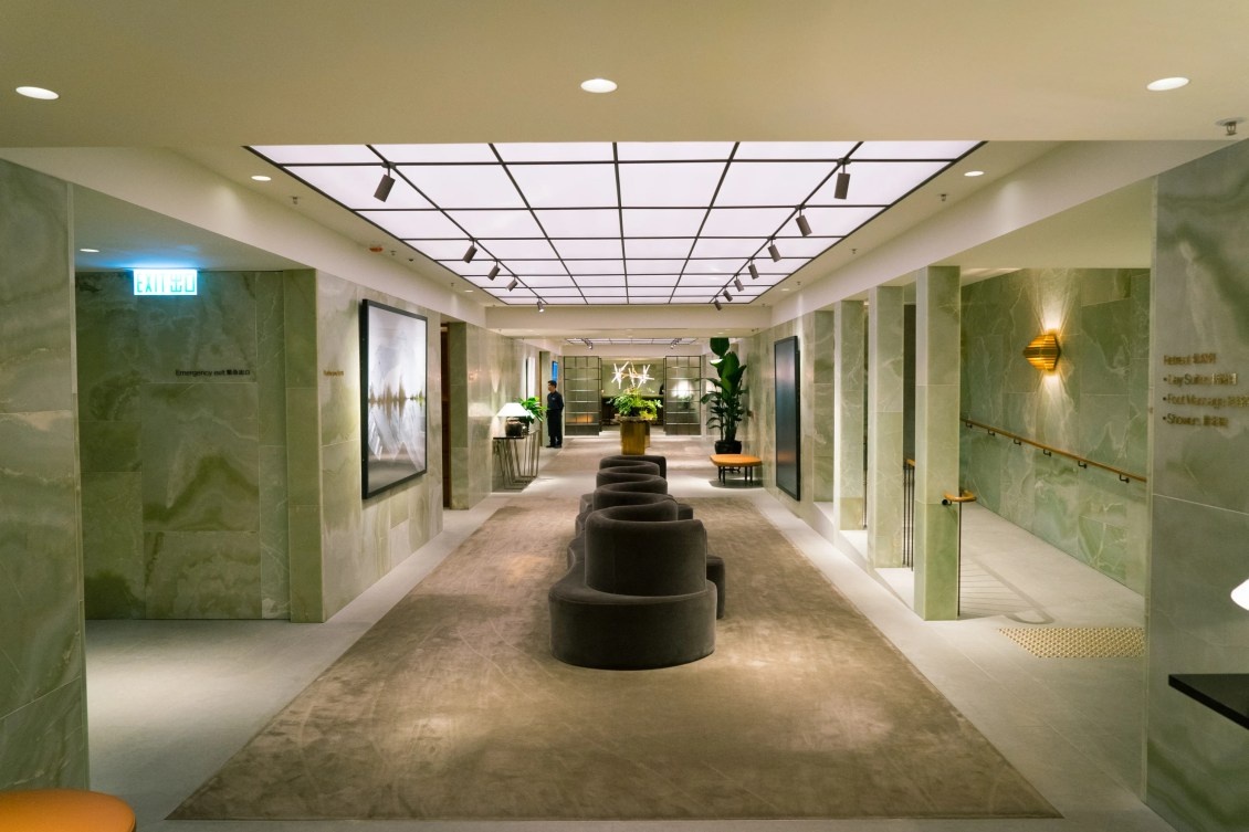 which cathay pacific first class lounge at hkg should you visit