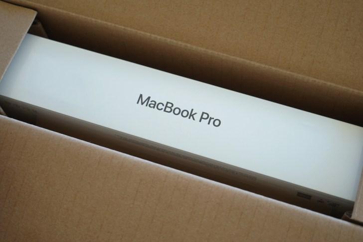 茶箱から見えるMacBook