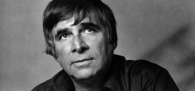 How Gene Roddenberry reacted when his plane crashed in the desert?