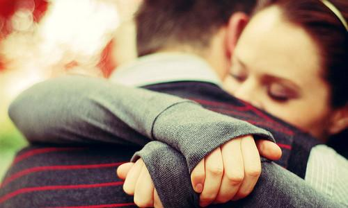 12 interesting facts about hugs! (List)