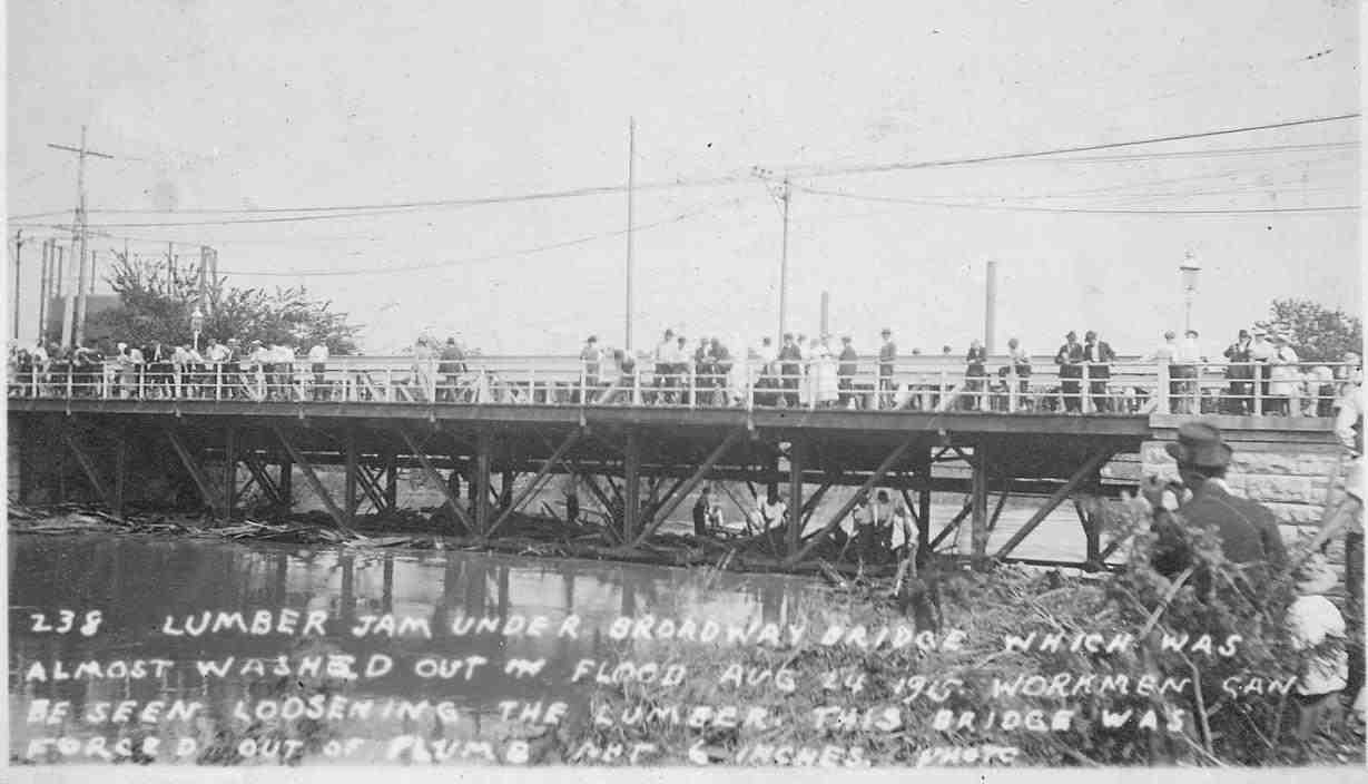 Another Flood of 1915 scene. Here, volunteers attempt to rescue a bridge from the engorged River des Peres at Broadway, just blocks from the confluence with the Mississippi.