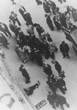 Redada a judíos. París, Francia, aproximadamente en 1942.