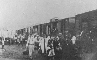 Deportación de judíos del ghetto de Varsovia. Varsovia, Polonia, 1943.