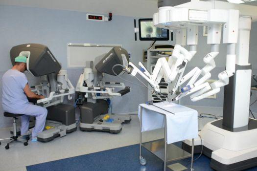 Qui est Da Vinci Xi, le robot qui a réussi à opérer une tumeur presque inatteignable ?