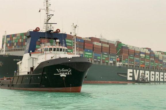 [L'image du jour] Le canal de Suez bloqué par un porte-conteneurs géant