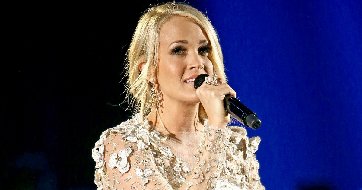 Carrie underwood cries during cmas vegas shooting victims Carrie underwood softly and tenderly