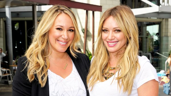 Haylie Duff and Hilary Duff visit 'Extra' at Universal Studios Hollywood on August 6, 2015 in Universal City, California.