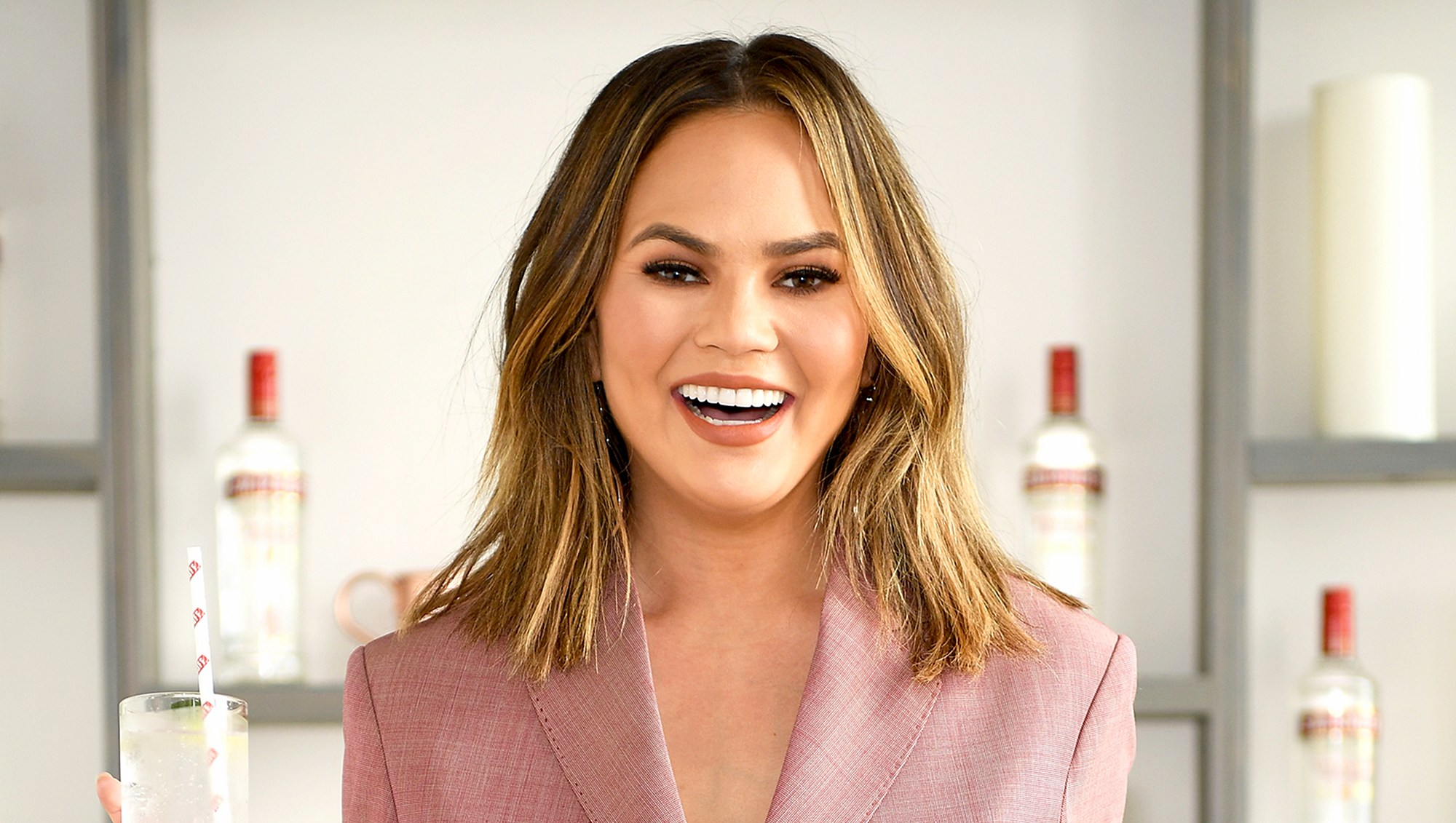 Chrissy Teigen Live-Tweets 'Flight to Nowhere' After Plane Turns Around