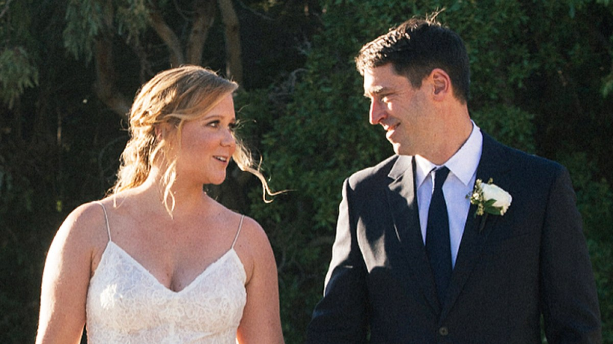 inside amy schumers very laid back wedding to chris fischer