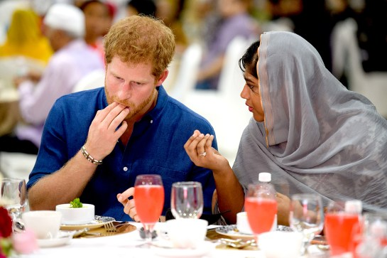 prince-harry-fingers