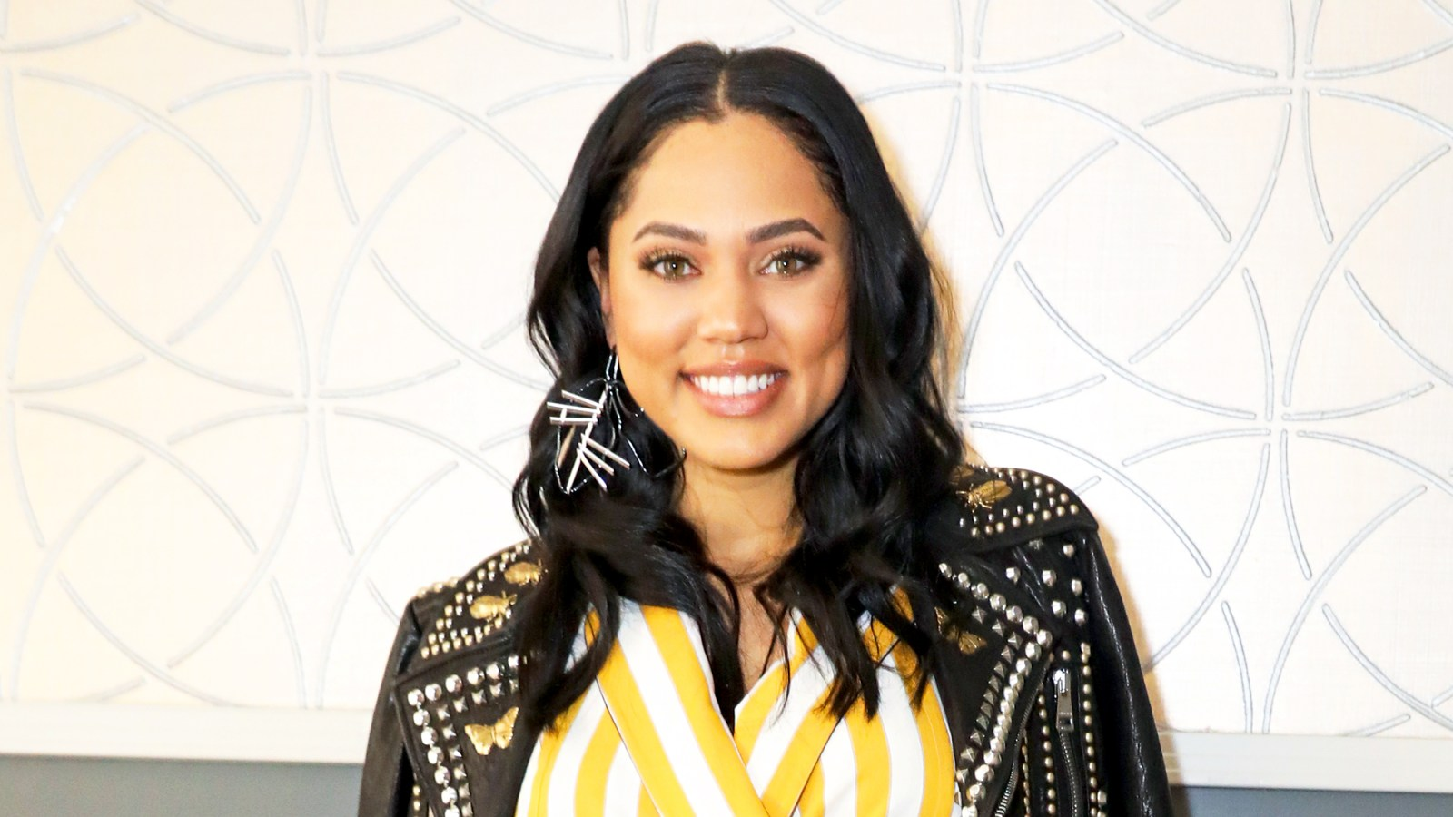 b0eeb92af59e Pregnant Ayesha Curry Shares Sweet Picture of Her Baby Bump: 'This Is the  Life'