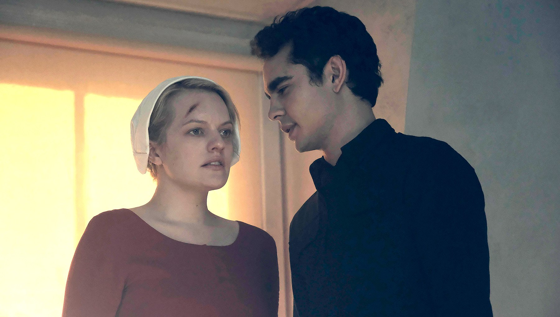 handmaids-tale-nick-and-offred
