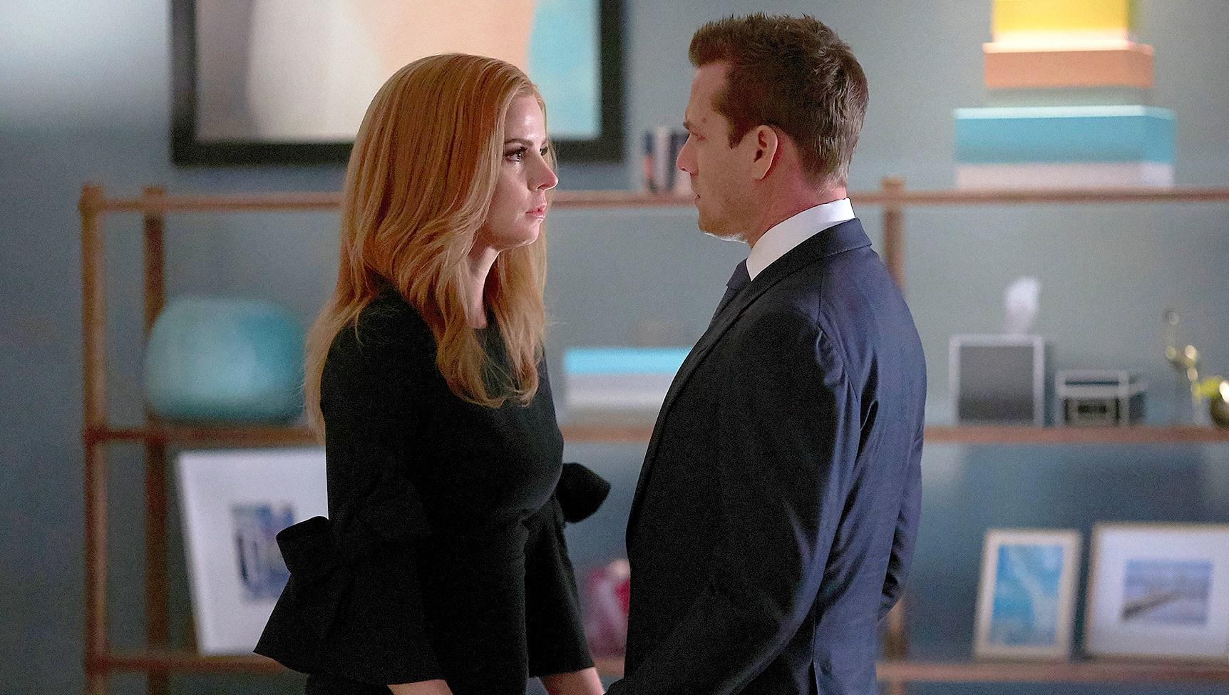 Sarah-Rafferty-as-Donna-Paulsen,-Gabriel-Macht-as-Harvey-Specter-Suits