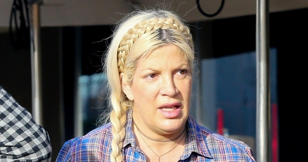 Tori Spelling\'s Family and Friends Are \'Very, Very Worried\'