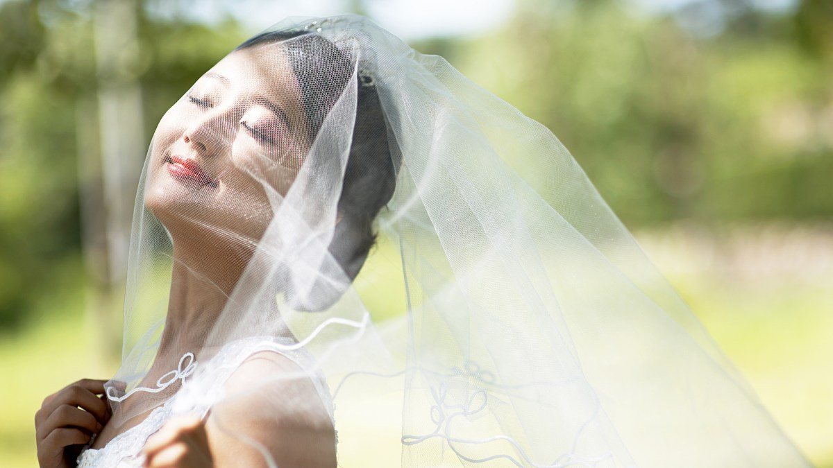 Flying Wedding Veils Are A Thing In China And They Are Wild Us Weekly