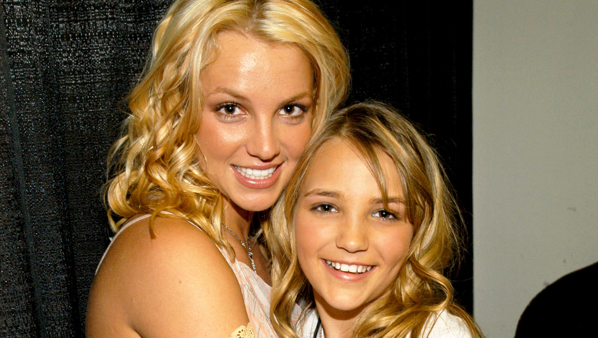 Britney Spears and Jamie-Lynn Spears attend the Nickelodeon Kids Choice Awards 2003.