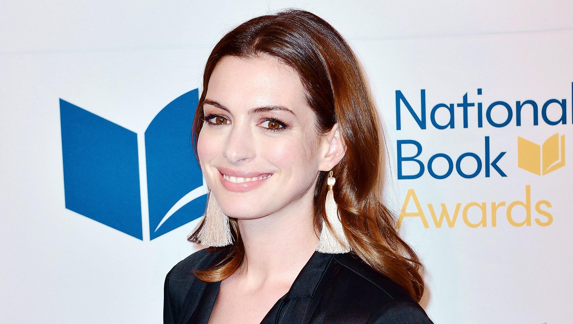 Anne Hathaway Emily Blunt John Krasinski Joke