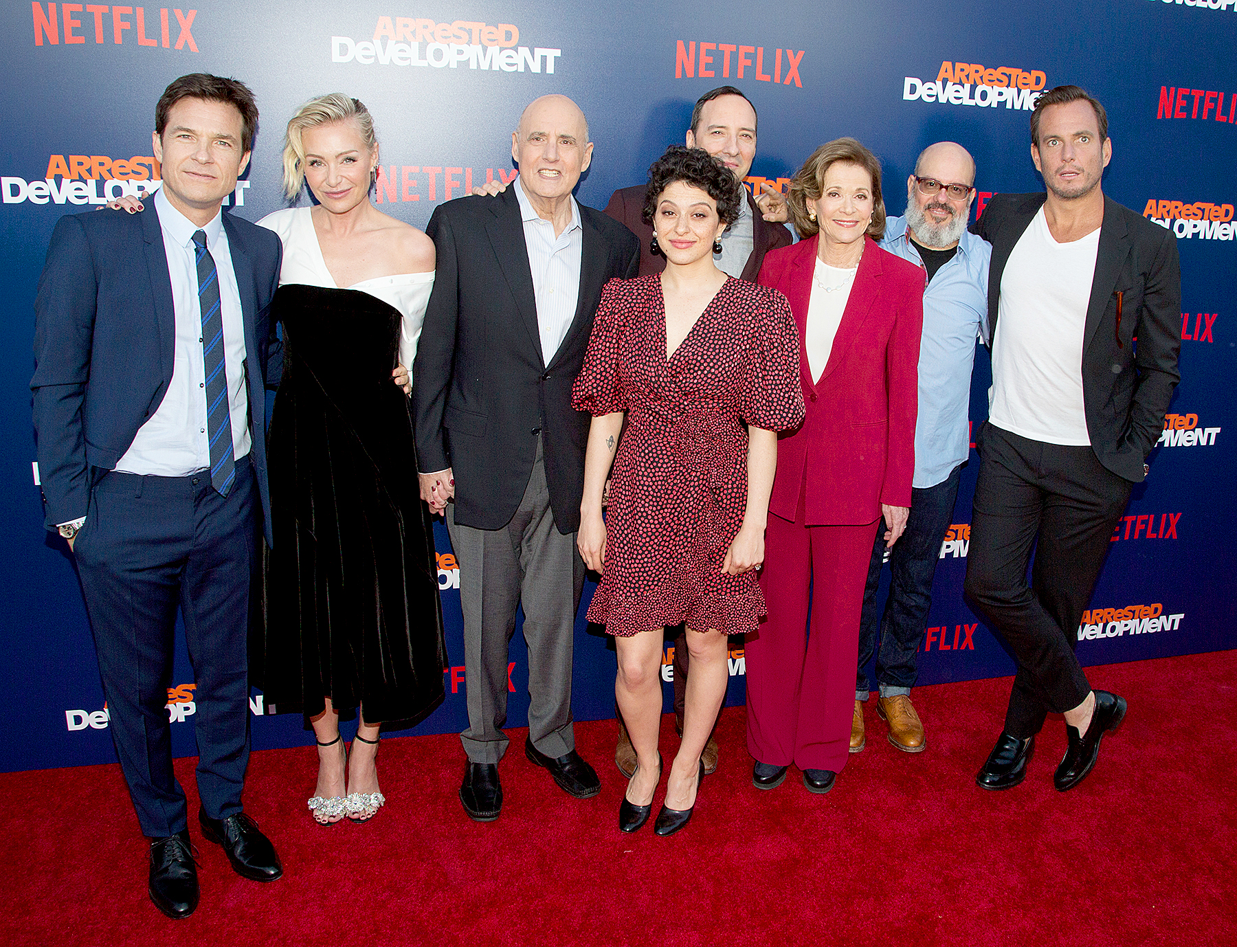 'Arrested Development' co-stars apologize to Jessica Walter