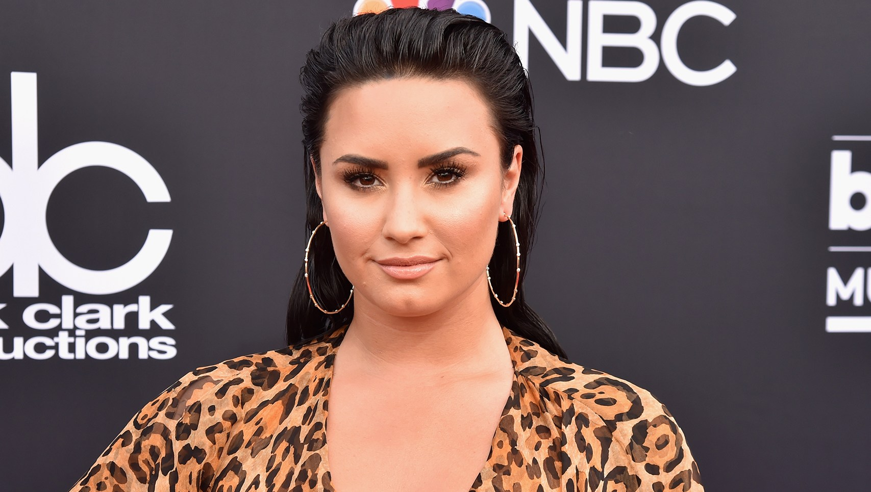 Demi Lovato arrives at the 2018 Billboard Music Awards
