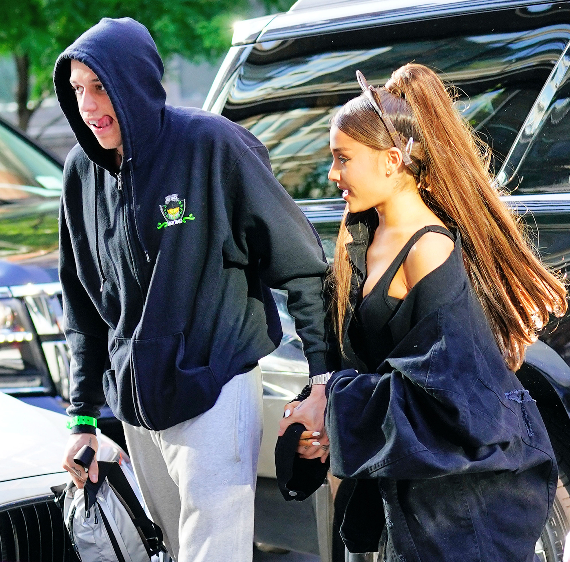 Ariana Grande Gets Tattoo In Memory of Pete Davidson's Late Father