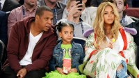 Jay Z Beyonce Blue Ivy Covers Eyes
