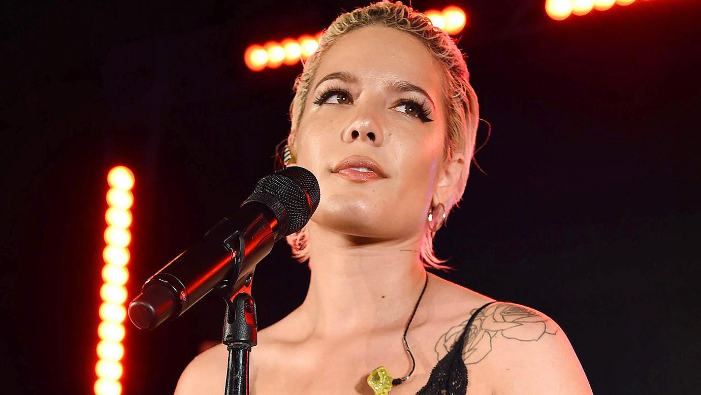Halsey, Breakup, Crying, Performance