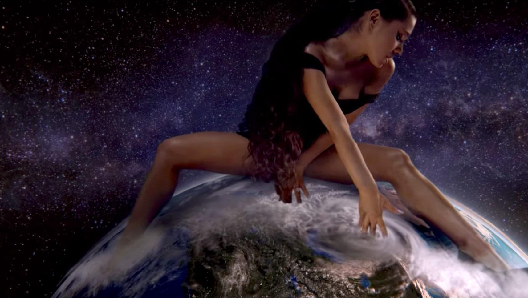 Ariana Grande God is a Woman