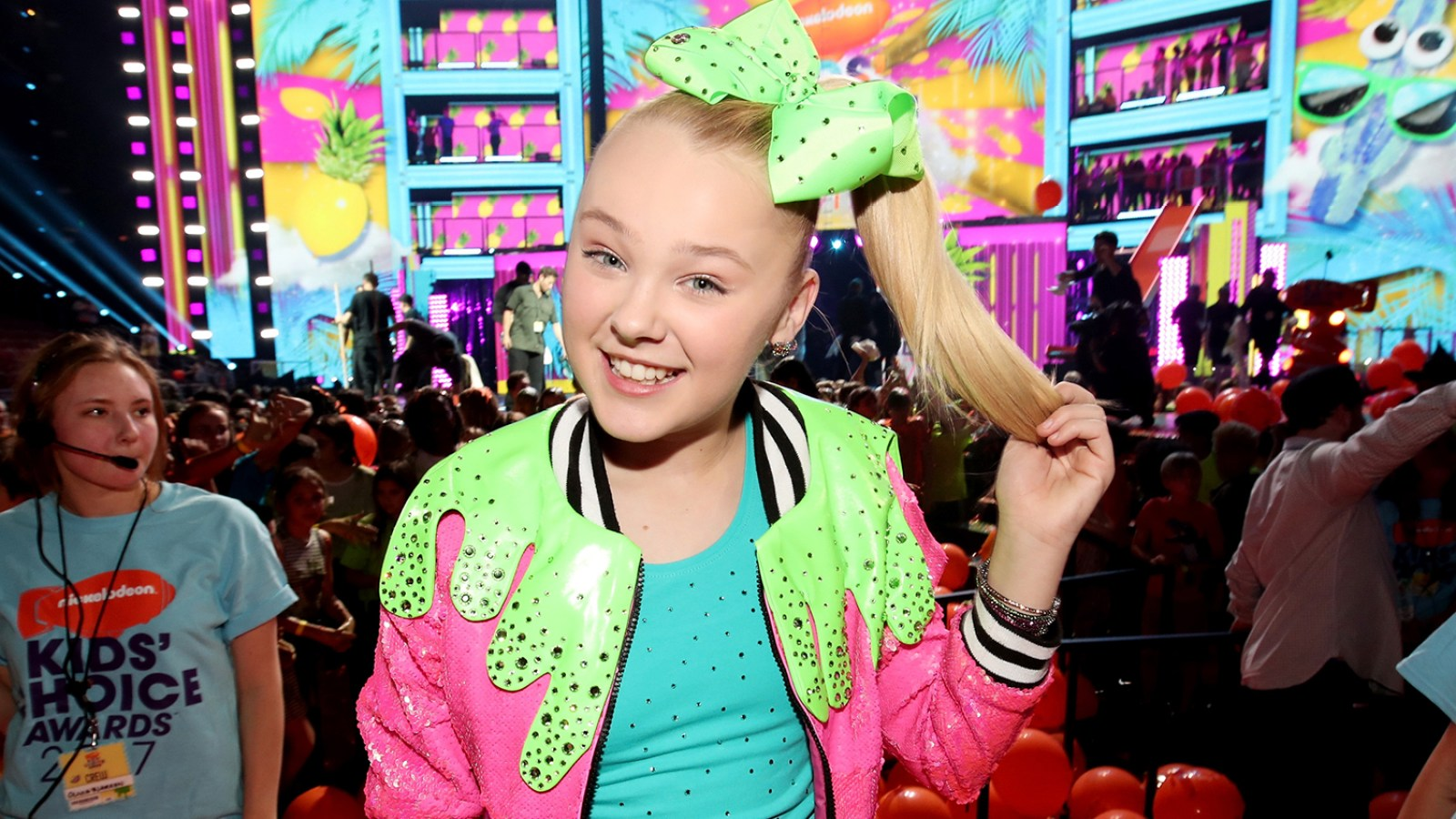 8613397265b52a JoJo Siwa Says Abby Lee Miller  Is Doing Great  Amid Cancer Battle   She s  a Fighter