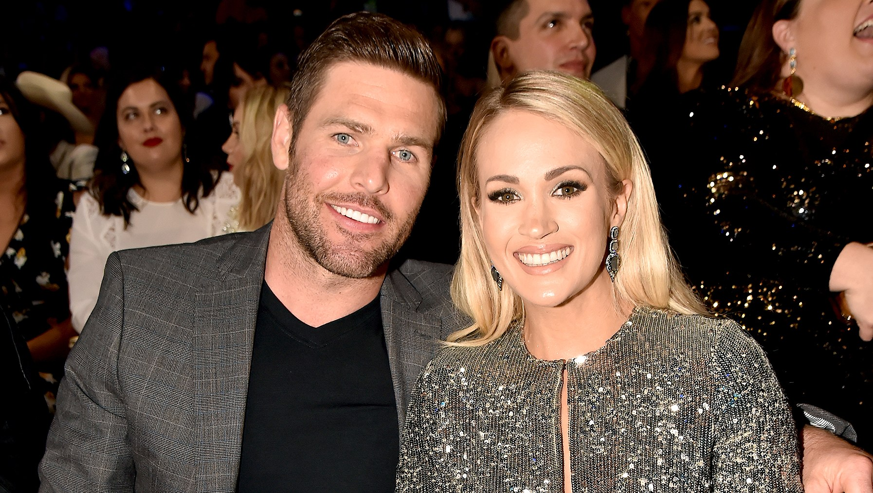 carrie-underwood-mike-fisher-pregnant