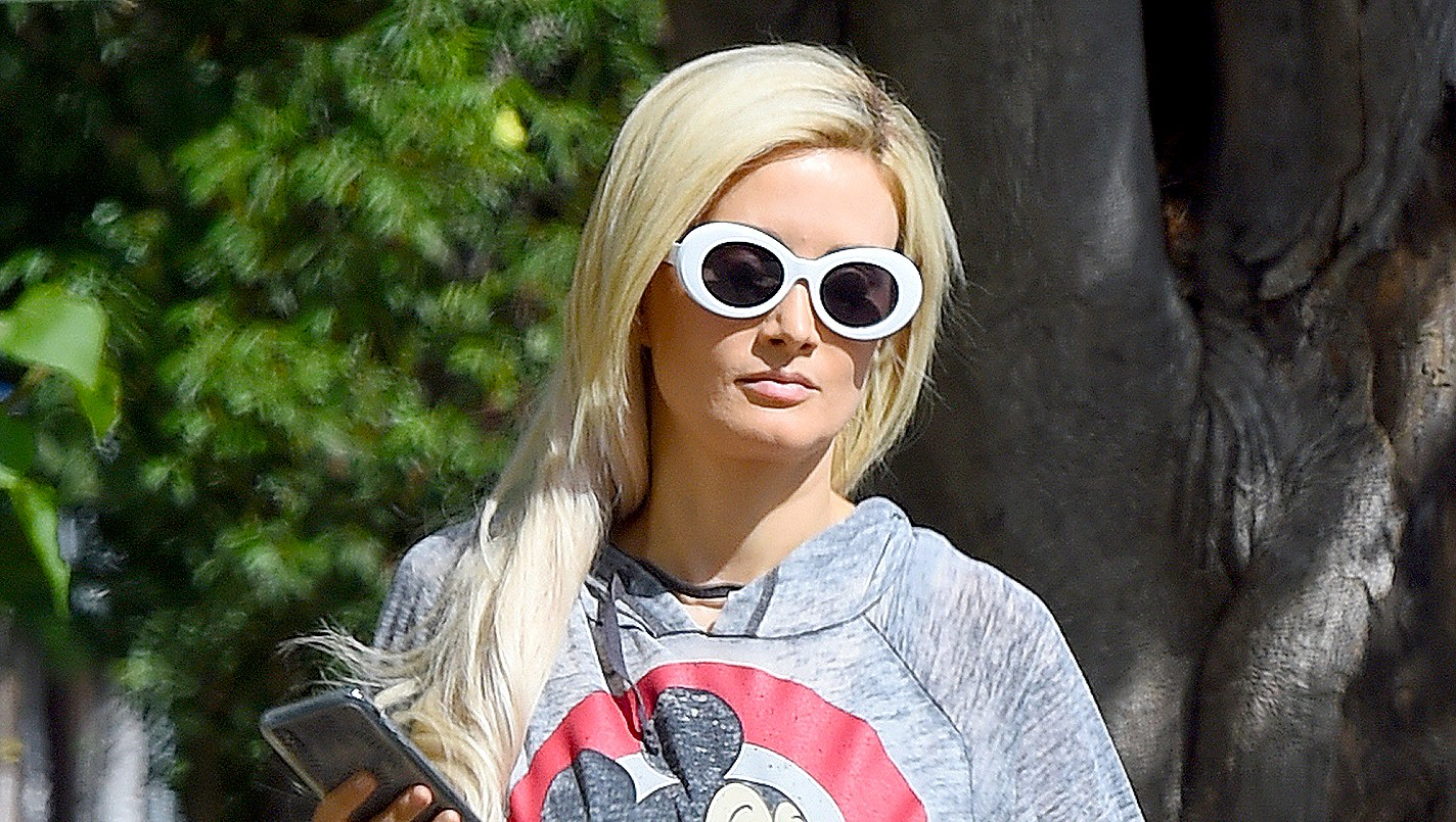holly-madison-without-wedding-ring