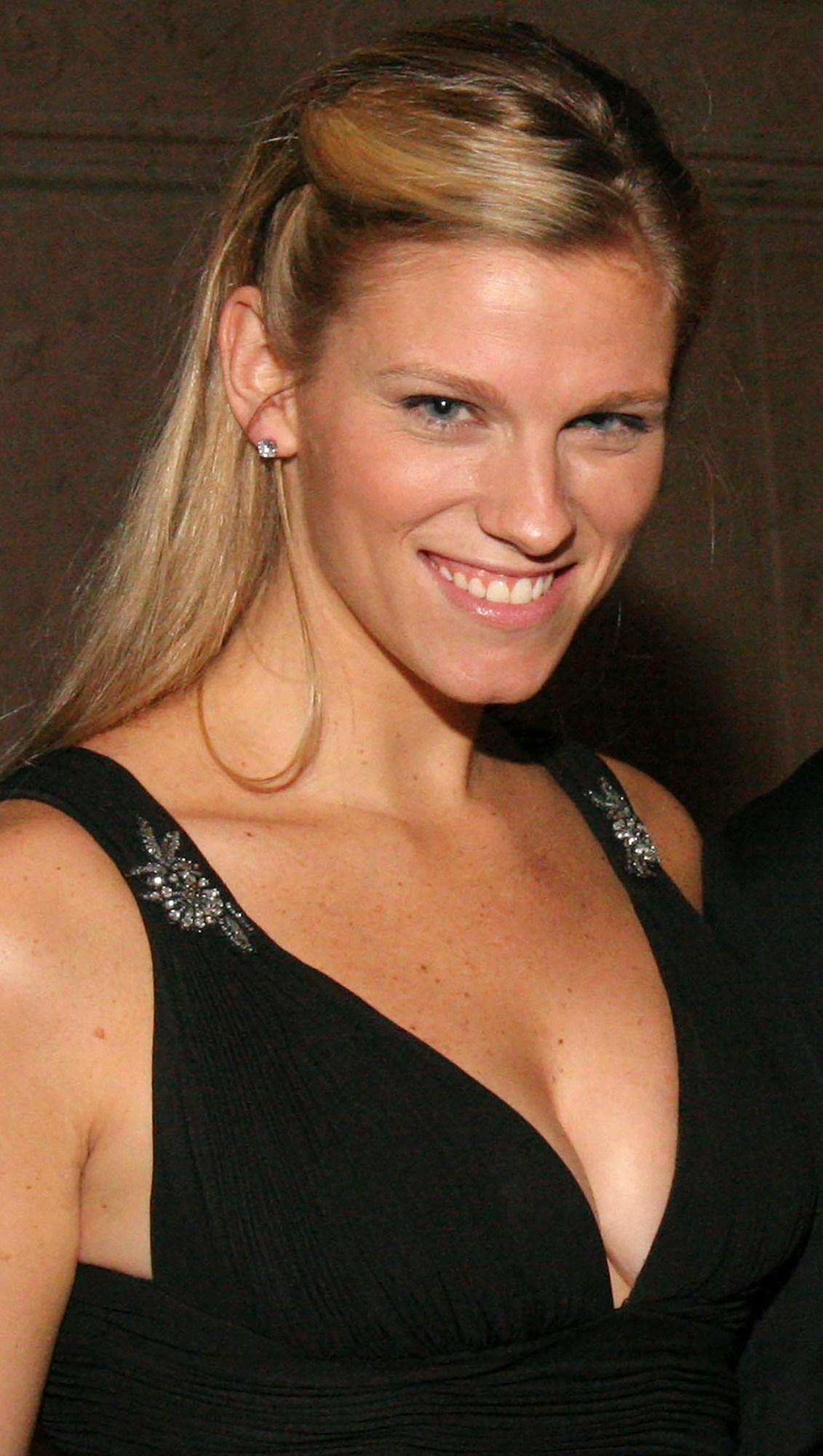 Lindsay Shookus, UsWeekly Celebrity Biography