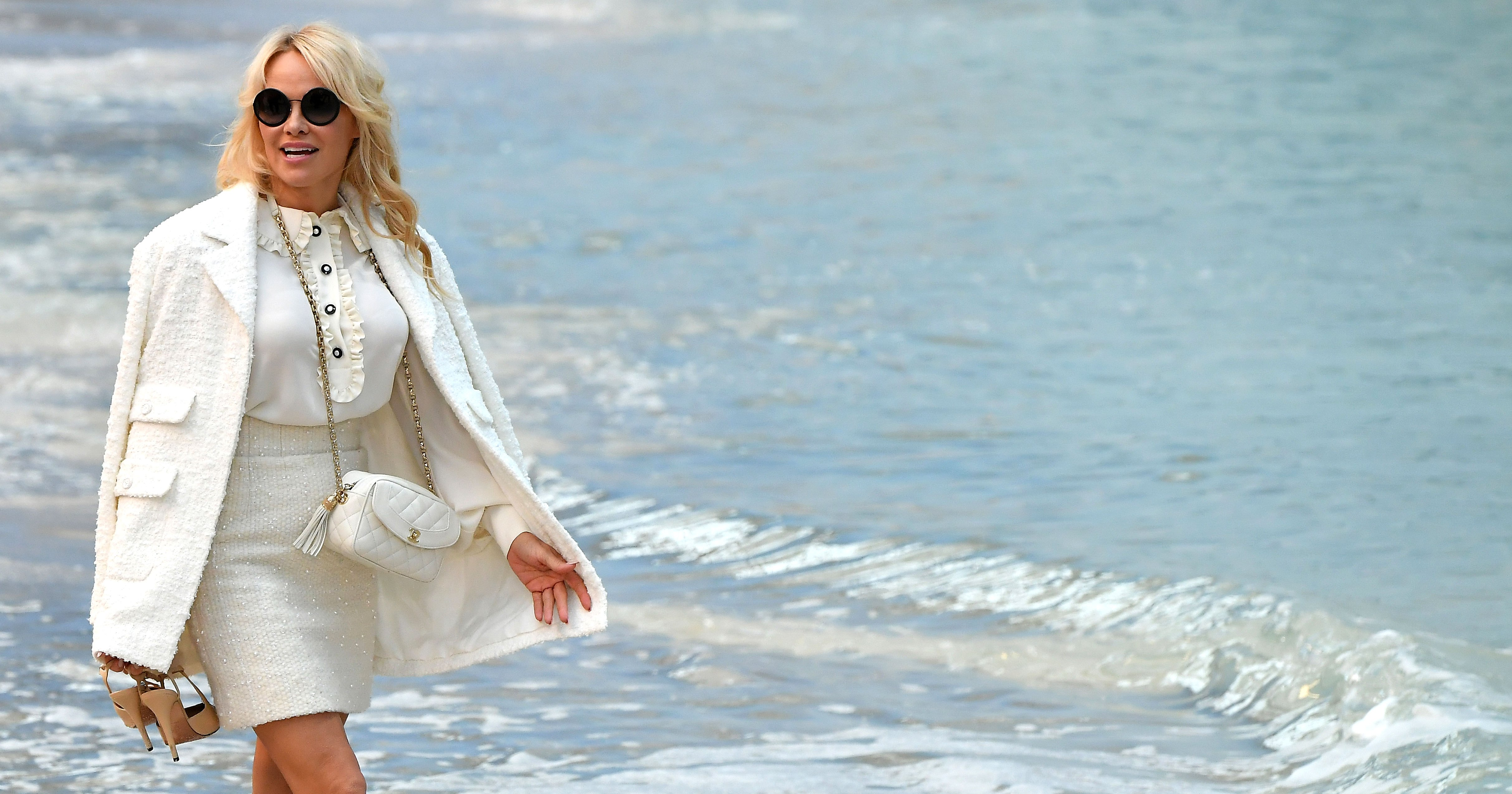 Chanel's S-S 2019 Show Had a Fake Beach, Barefoot Models and Pamela Anderson Front Row