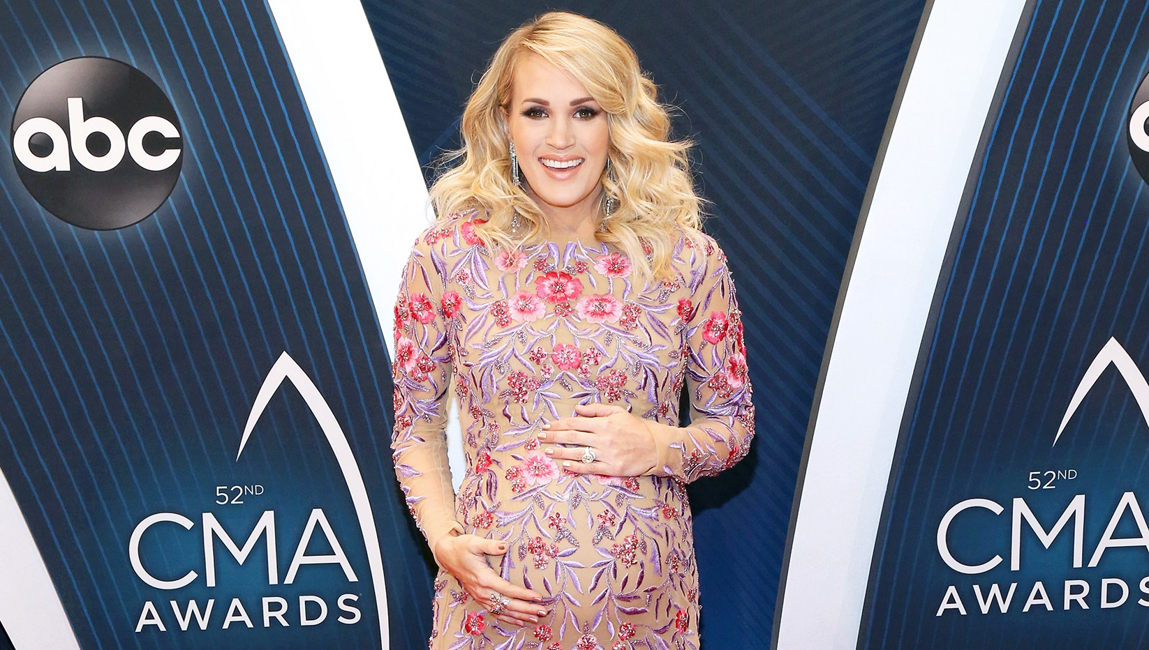Carrie Underwood Baby Bump CMAs 2018