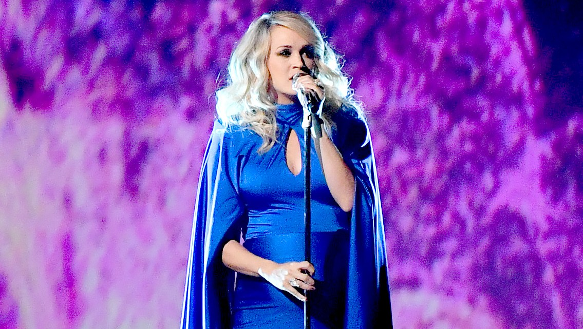 carrie-underwood-cma-performance